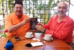Escritor Patricio Milad, entrevistado en 45TV, por Rossel Posas, por novela FUEGO 2