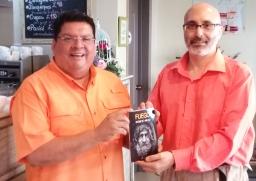 Escritor Patricio Milad, entrevistado en 45TV, por Rossel Posas, por novela FUEGO 4 (1)