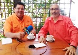 Escritor Patricio Milad, entrevistado en 45TV, por Rossel Posas, por novela FUEGO 4 (2)