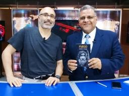 Escritor chileno Patricio Milad, entrevistado por periodista Milton Unruh, en Noticiero del Atlántico (45TV), con motivo del lanzamiento novela FUEGO.