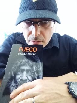 Lanzamiento de la novela FUEGO. Escritor Patricio Milad, obra distópica, nuevos ejemplares.